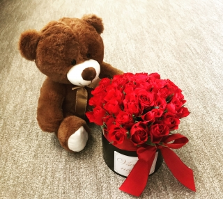FLOWER BOX RED ROSES WITH BEAR S